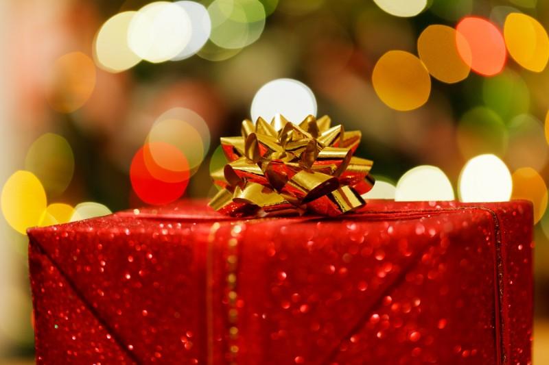 Il Natale si avvicina, la corsa alla scelta dei regali è già iniziata