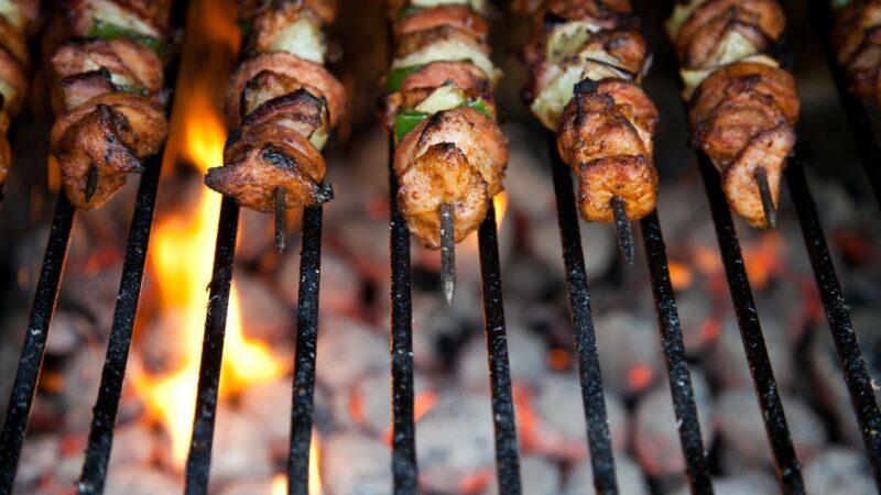 Griglia per cuocere gli arrosticini: quale scegliere?