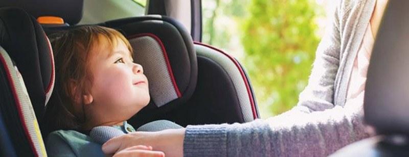 Seggiolini auto bambini, tutto sulla nuova normativa anti abbandono