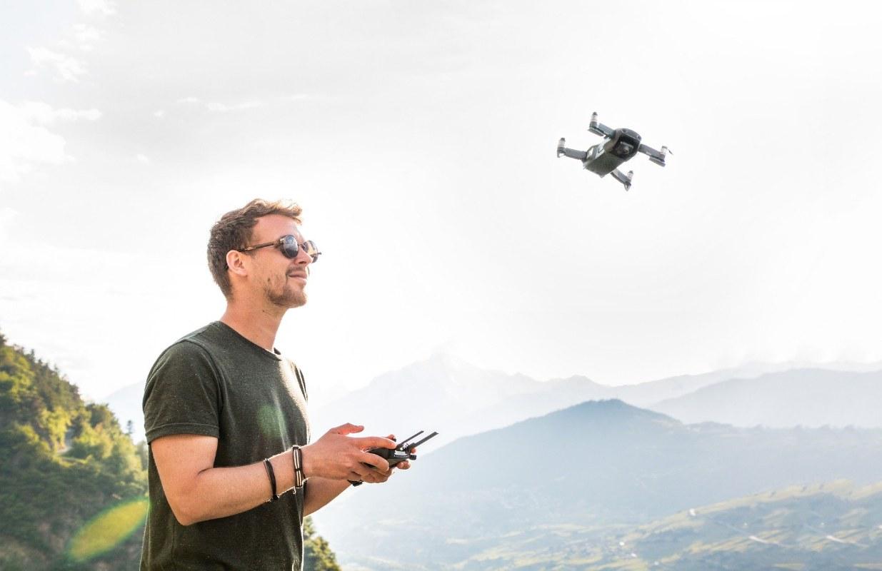 Come si pilota un drone? Sicurezza, consigli e divieti